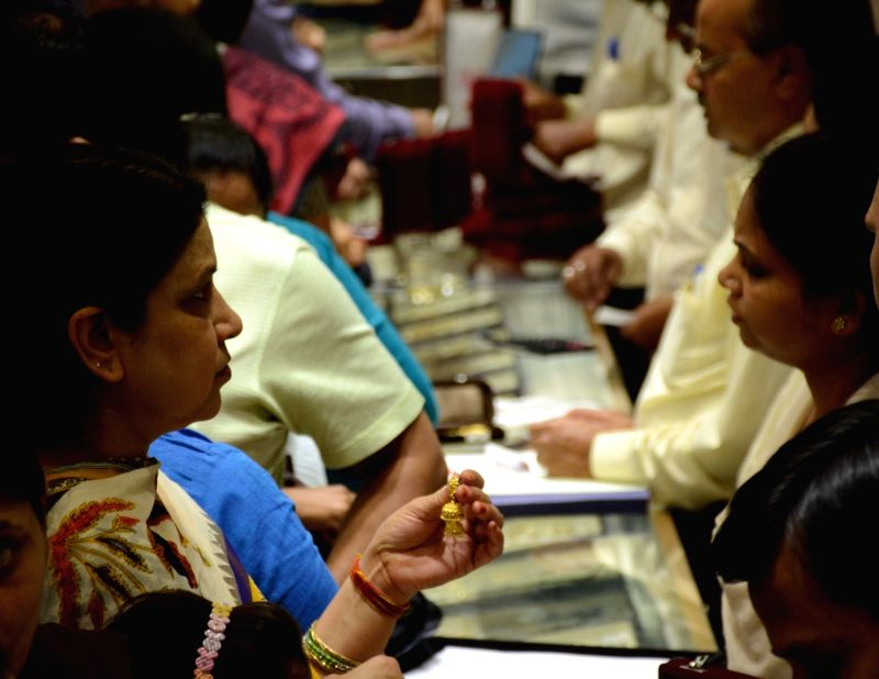 "People busy buying gold on ""Akshaya Tritiya"" in Lucknow, on May 9, 2016."
