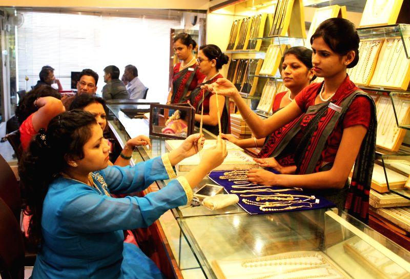 "People busy buying jewellery on ""Akshaya Tritiya"" in Nagpur, on April 28, 2017."