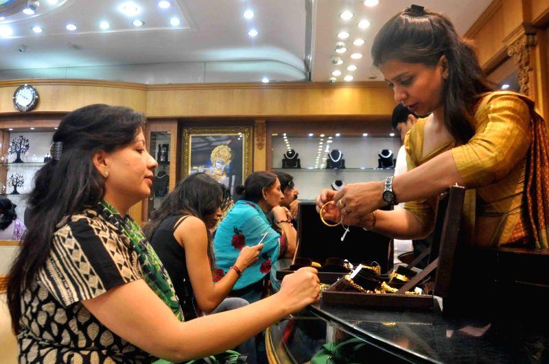 "People busy buying jewellery on ""Akshaya Tritiya"" in New Delhi, on April 28, 2017."