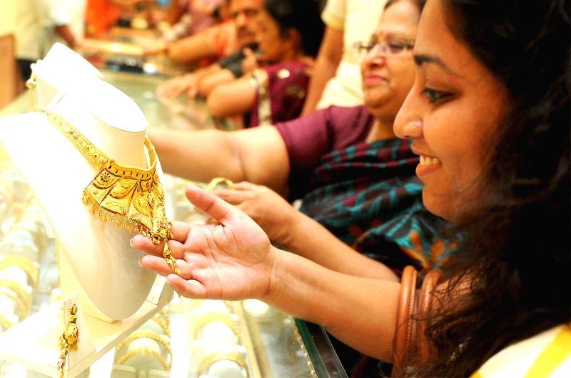 "People busy buying jewellery on ""Akshaya Tritiya"" in Bengaluru, on April 28, 2017."