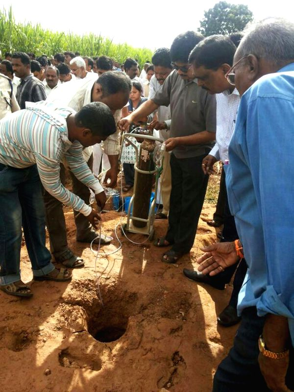 People busy making efforts to rescue Tippanna Hanamappa Hatti a six-year-old boy who fell into a borehole in Bagalkot district in Karnataka on Aug 4, 2014.