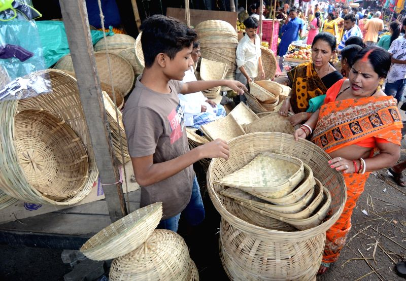 People busy shopping for Chhath Puja in Kolkata