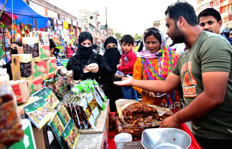 People busy shopping on the first day of Ramadan in Jaipur, on May 28, 2017.