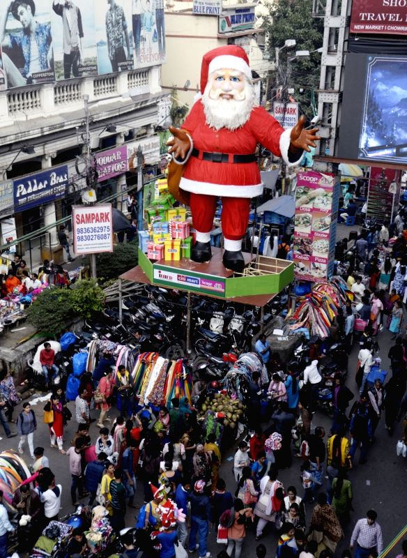 People busy with Christmas shopping on Christmas eve in Kolkata.