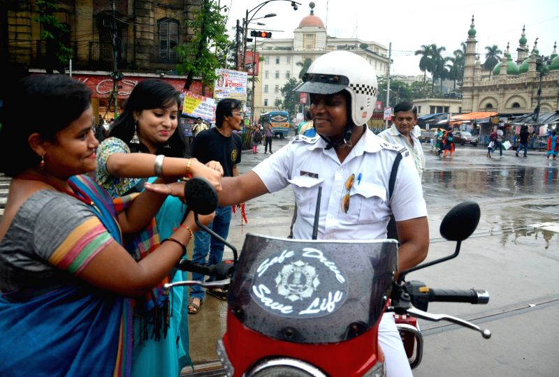 People celebrate Friendship Day with policemen in Kolkata on Aug 5, 2018.