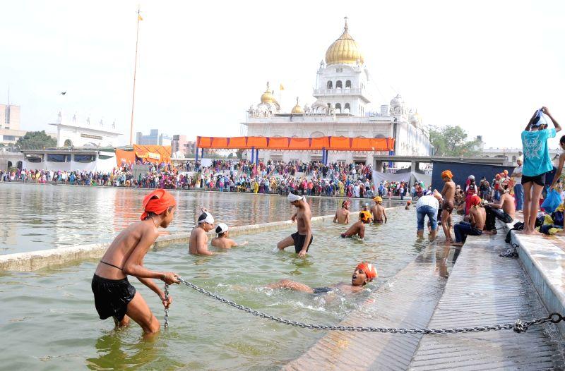 People celebrate Guru Nanak Jayanti at a Delhi Gurudwara on Nov 25, 2015.