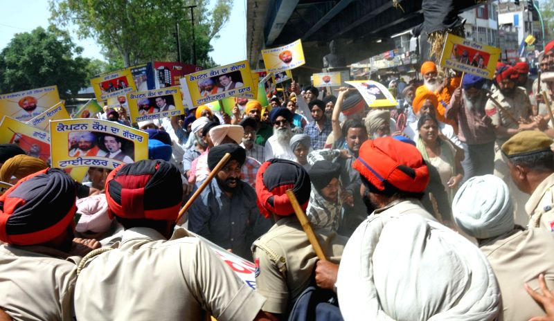 People demonstrate against Congress candidate for 2014 Lok Sabha Election from Amritsar, Captain Amarinder Singh who gave a clean chit to Jagdish Tytler for his involvement in 1984 riots, in Amritsar