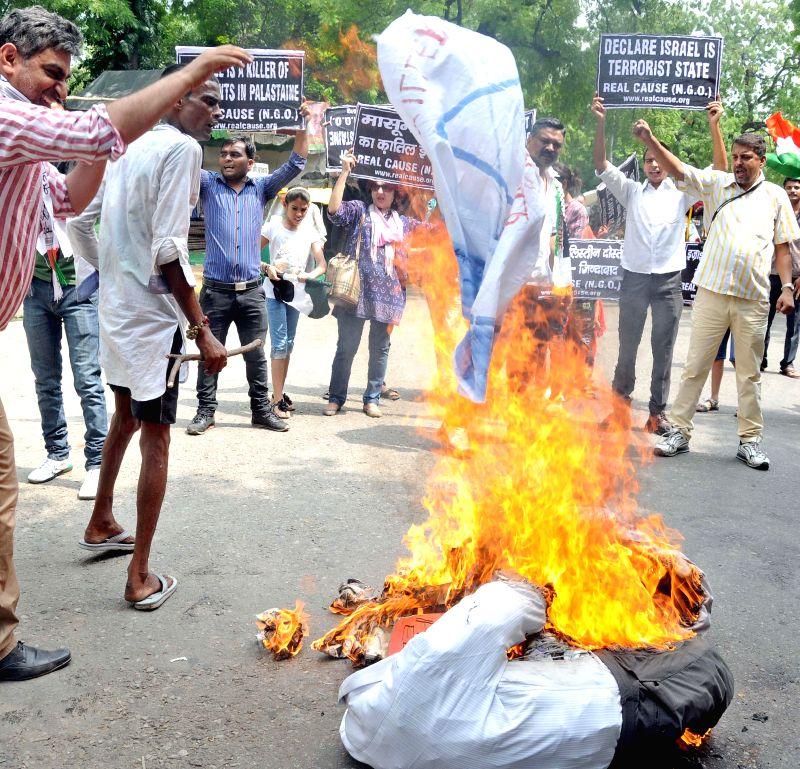 People demonstrate against Israeli attacks on Gaza in New Delhi on July 20, 2014.