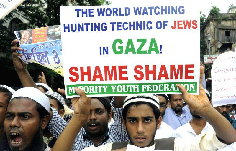 People demonstrate against Israeli attacks on Gaza in Kolkata on Aug 6, 2014.