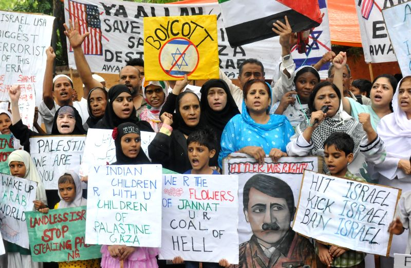 People demonstrate against Israeli attacks on Gaza at Jantar Mantar in New Delhi on Aug 10, 2014.