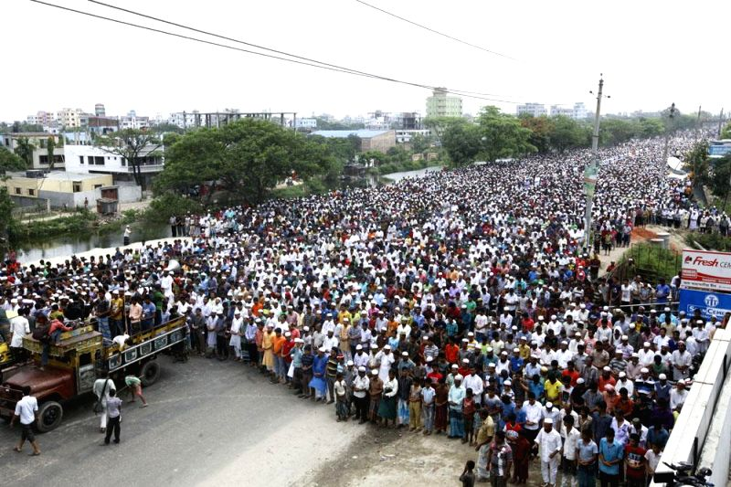 People in large numbers attend Namaz-e-Janaza of Narayanganj City Corporation Councillor Nazrul Islam on Dhaka-Chittagong Highway in Bangladesh on May 1, 2014.