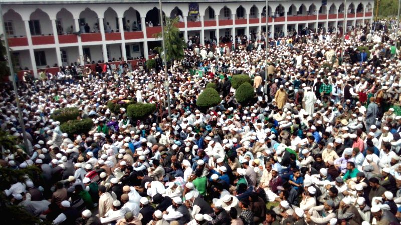 People in large numbers participate in the annual conference at Darul Uloom Rahimiya in Jammu and Kashmir's Bandipora district on May 6, 2016.
