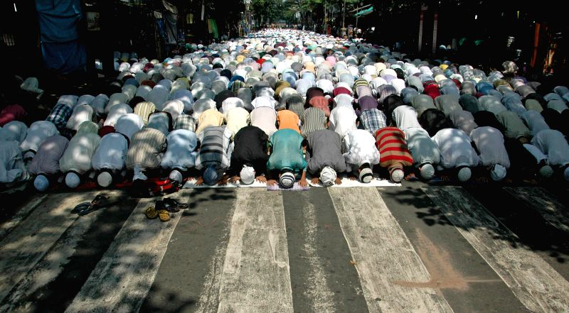People offer prayers on Juma-tul-Vida, the last Friday of the holy month of Ramadan in at Tipu Sultan Masjid in Kolkata on July 25, 2014.