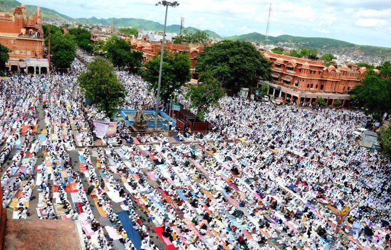 People offer prayers on Juma-tul-Vida, the last Friday of the holy month of Ramadan at Badi Chaupad near Jama Masjid in Jaipur on July 25, 2014.