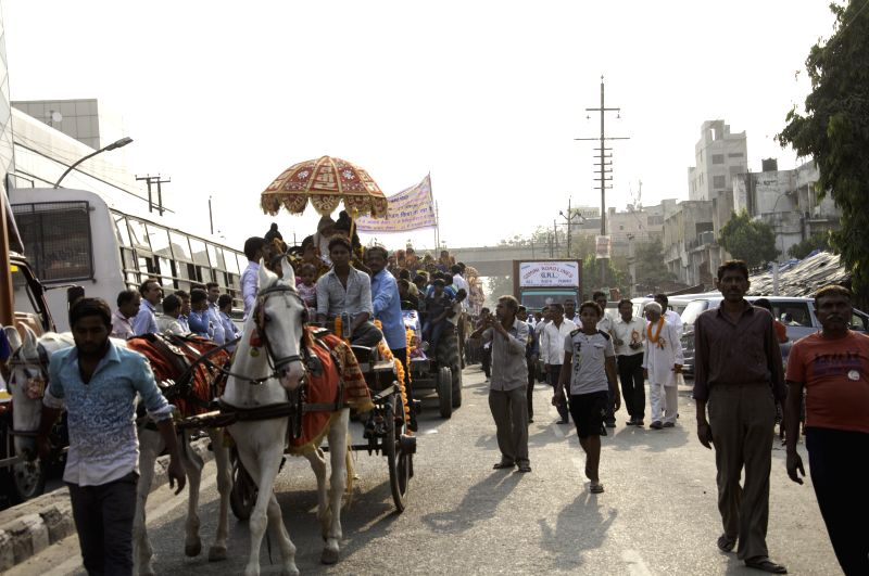 People participate in a procession organised on Maharishi Valmiki Jayanti in New Delhi, on Oct 27, 2015.