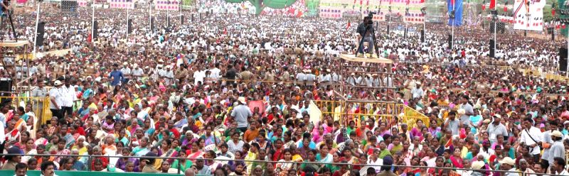 People participate in an AIDMK rally ahead of Tamil Nadu Assembly Polls in Perundurai of state's Erode district on May 5, 2016.