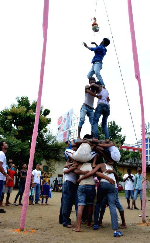 People participate in `dahi-handi` festival during a Janmashtami programme organised by Vishwa Hindu Parishad in Guwahati on Aug 17, 2014.