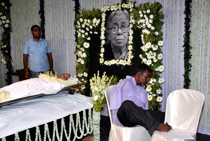 People pay tribute to eminent writer and social activist Mahasweta Devi who passed away on 28th July following a cardiac arrest and multi-organ failure, at Rabindra Sadan in Kolkata on July ...
