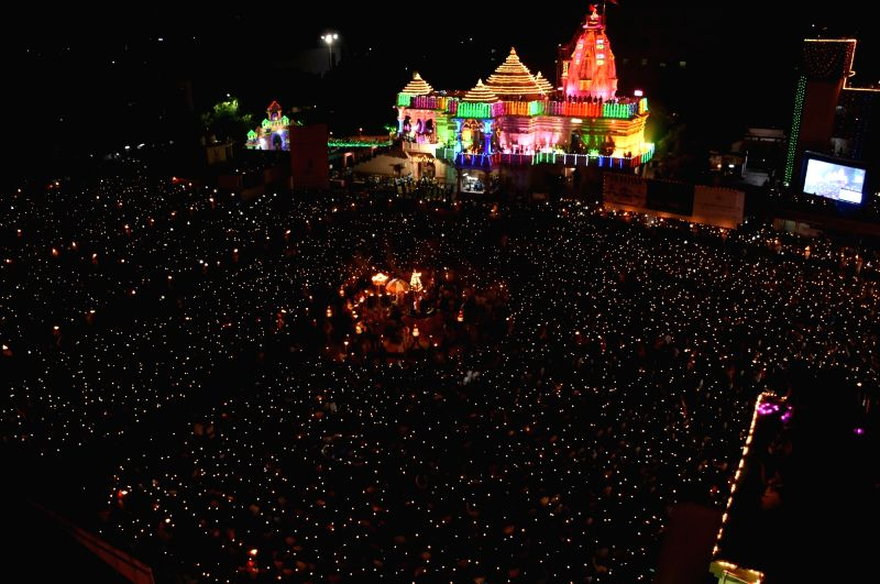 People perform Garba during Navratri in Surat, on Sept 29, 2017.