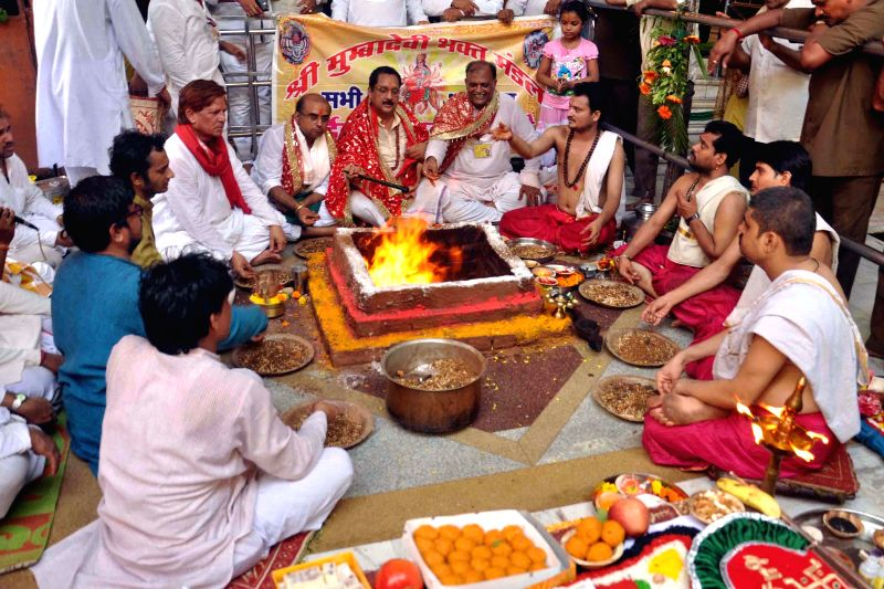 People perform 'yagna' for rains at Mumba Devi Temple of Mumbai on June 29, 2014.