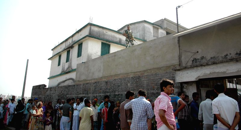 People queue-up to cast their votes at a polling booth during the seventh phase of 2014 Lok Sabha Polls in Sreerampur of West Bengal on April 30, 2014.
