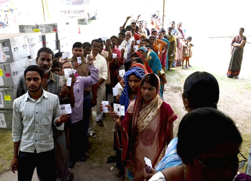 People queue-up to cast their votes at a polling booth during the seventh phase of 2014 Lok Sabha Polls in Samastipur of Bihar on April 30, 2014.