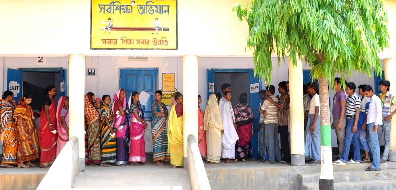 People queue-up to cast their votes at a polling booth during the eighth phase of 2014 Lok Sabha Polls in Mednipur of West Bengal on May 7, 2014.