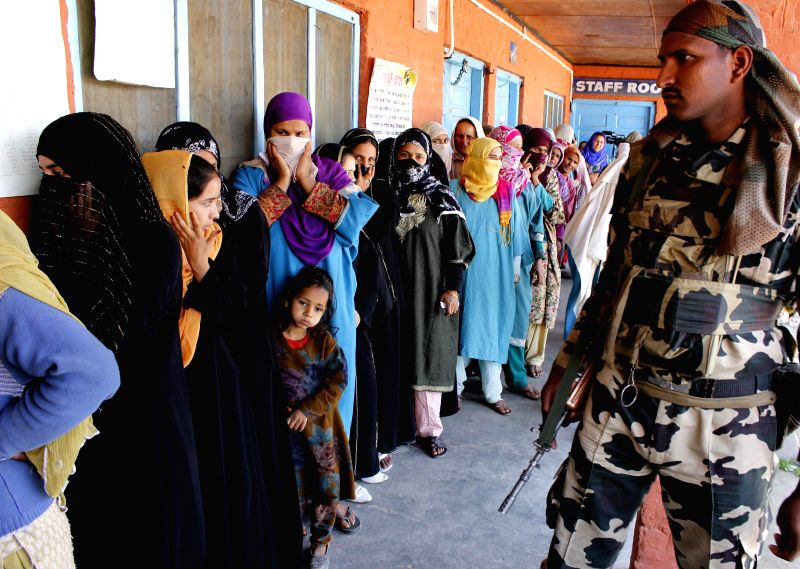 People queue-up to cast their votes at a polling booth during the eighth phase of 2014 Lok Sabha Polls in Kupwara district of Jammu and Kashmir on May 7, 2014.
