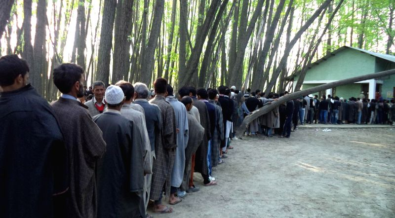 People queue-up to cast their votes at a polling booth during the eighth phase of 2014 Lok Sabha Polls in Baramulla of Jammu and Kashmir on May 7, 2014.