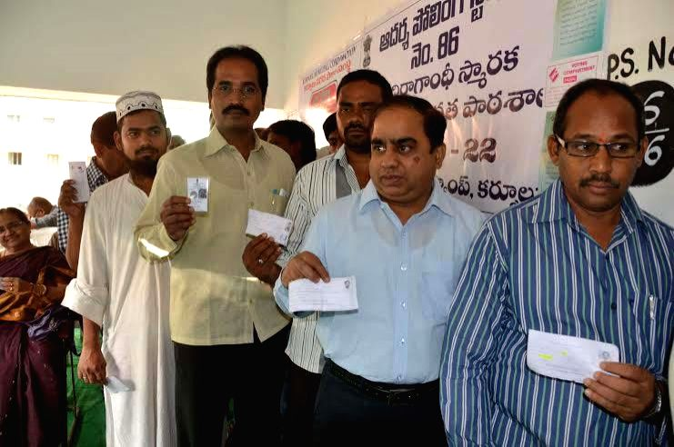 People queue-up to cast their votes at a polling booth during the eighth phase of 2014 Lok Sabha Polls in Kurnool of Andhra Pradesh on May 7, 2014.