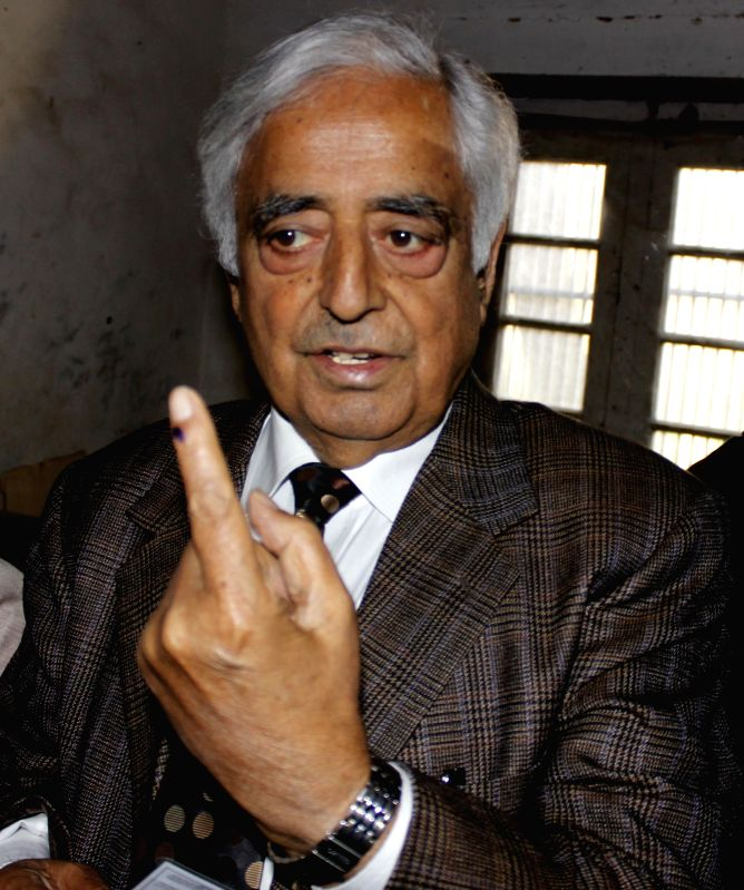 People`s Democratic Party (PDP) patron Mufti Mohammad Sayeed shows his fore finger marked with phosphorous ink after casting his vote at a polling booth during the sixth phase of 2014 Lok Sabha Polls