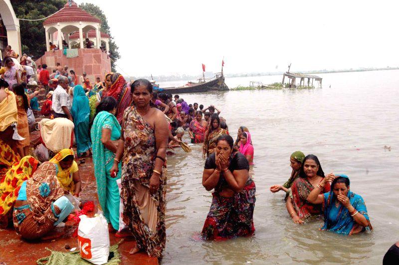 People take a holy dip in Ganga river on Somvati Amavasya in Patna on Aug 25, 2014.