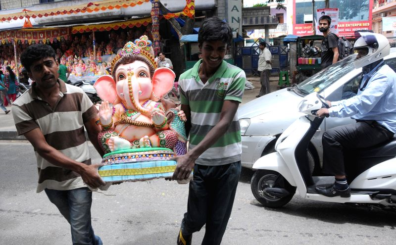 People  take Ganesh idols ahead of Gauri Ganesha Festival in Bangalore on Aug 28, 2014.
