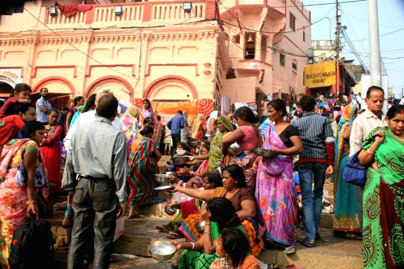 People throng a Varanasi temple on Kartik Purnima; on Nov 25, 2015.