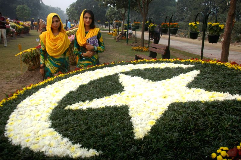 People visit the Autumn Flowers Show in eastern Pakistan's Lahore, Dec. 7, 2015.