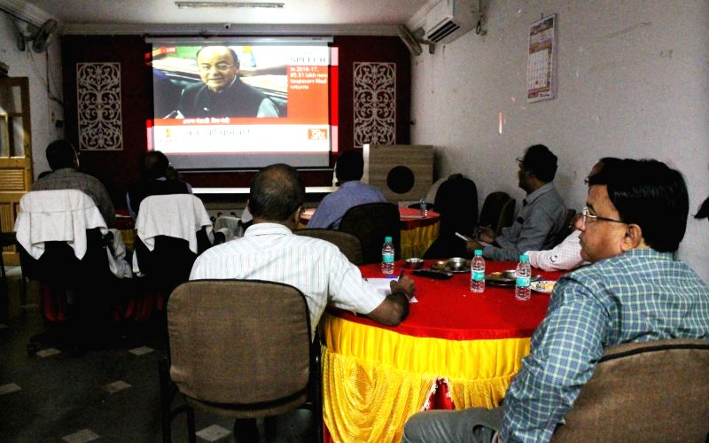 People watch the telecast of the Budget 2018-19 being presented by Union Finance Minister Arun Jaitley, in Nagpur on Feb 1, 2018. - Arun Jaitley