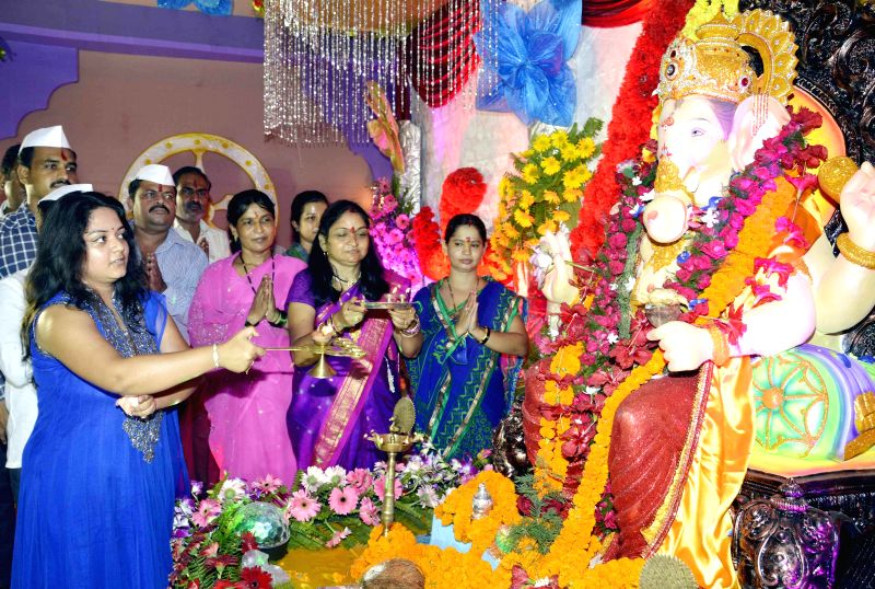 People worship lord Ganesh during Ganesh festival in Patna on Aug 29, 2014.