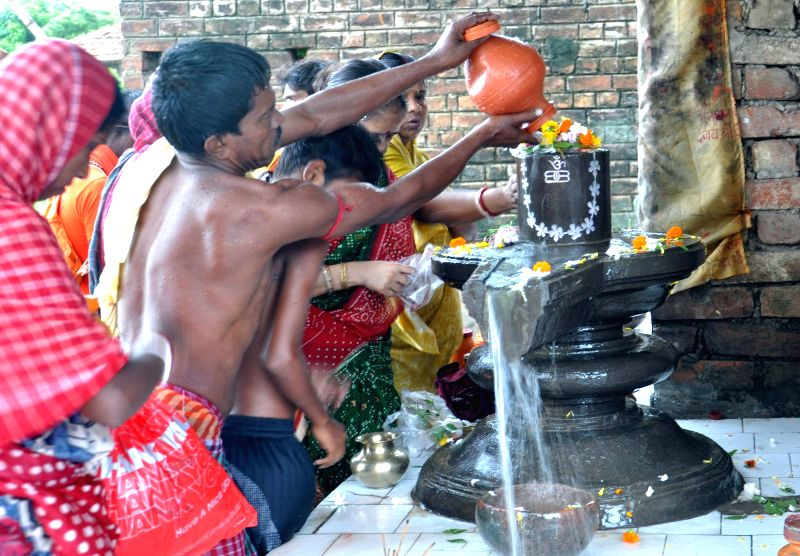 People worship Lord Shiva at Sheoraphuli of West Bengal on Aug 11, 2014.
