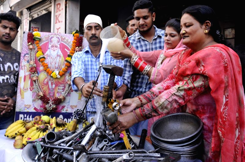 People worship their tools on Vishwakarma Puja in Amritsar on Oct 20, 2017.