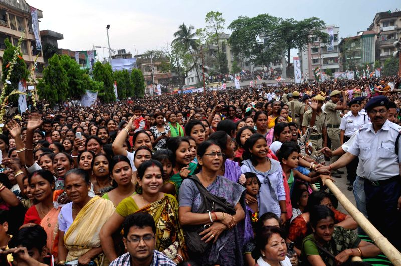 Peple gather during a rally of West Bengal Chief Minister and Trinamool Congress supremo Mamata Banerjee in Siliguri of West Bengal on April 13, 2014.