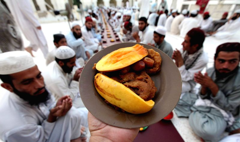 Pakistani Muslims wait to break their fast on the first day of holy month of Ramadan in northwest Pakistan's Peshawar, June 30, 2014. Muslims around the world ...