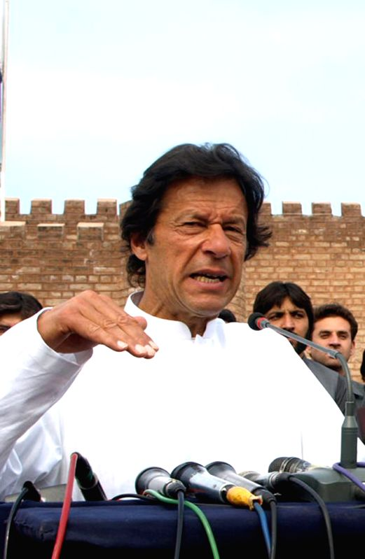 Pakistan Tehreek-e-Insaf (PTI) Party Chairman Imran Khan addresses a press conference in northwest Pakistan's Peshawar, March 14, 2015.