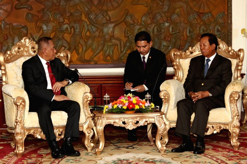 PHNOM PENH, Aug. 10, 2016 - Cambodian Defense Minister Gen. Tea Banh (R) meets with Indonesian Defense Minister Ryamizard Ryacudu (L) in Phnom Penh, Cambodia, Aug. 10, 2016. Cambodian Defense ... - Gen