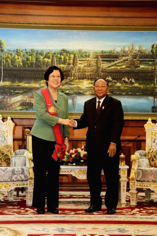 PHNOM PENH, Aug. 10, 2016 - Outgoing Chinese Ambassador to Cambodia Bu Jianguo (L) shakes hands with Cambodian parliament president Samdech Heng Samrin in Phnom Penh, Cambodia, Aug. 10, 2016. ...