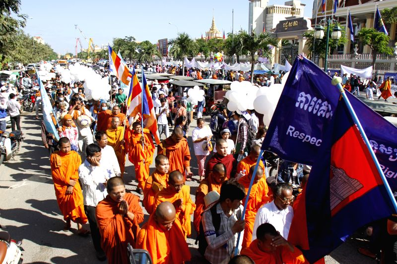 Phnom Penh (Cambodia): People celebrate the Human Rights Day in Phnom Penh, Cambodia, Dec. 10, 2014. About 2,000 monks, human rights activists, trade unionists, and workers marched in the Cambodian ..
