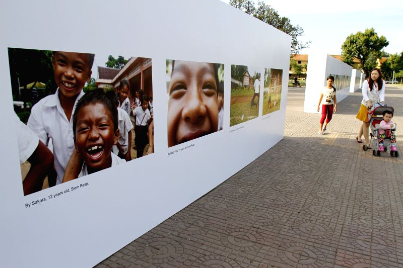 Phnom Penh (Cambodia): People view photos taken by children during an exhibition in Phnom Penh, Cambodia, Nov. 20, 2014. A one-month-long exhibition of children's photos kicked off here Thursday to ..