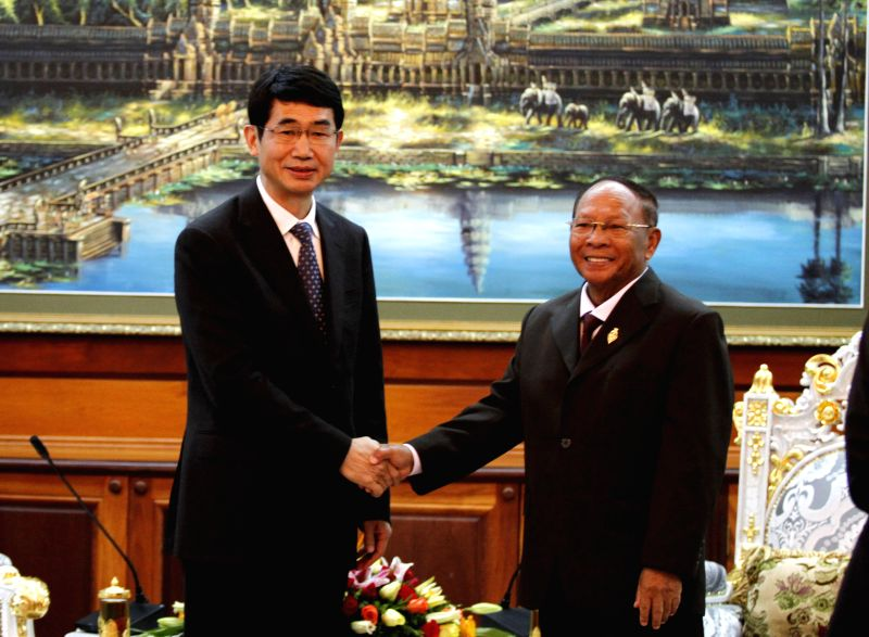 Cambodian National Assembly President Heng Samrin (R) shakes hands with Zhao Jin, member of Standing Committee of the Chinese Communist Party of Yunnan Province .