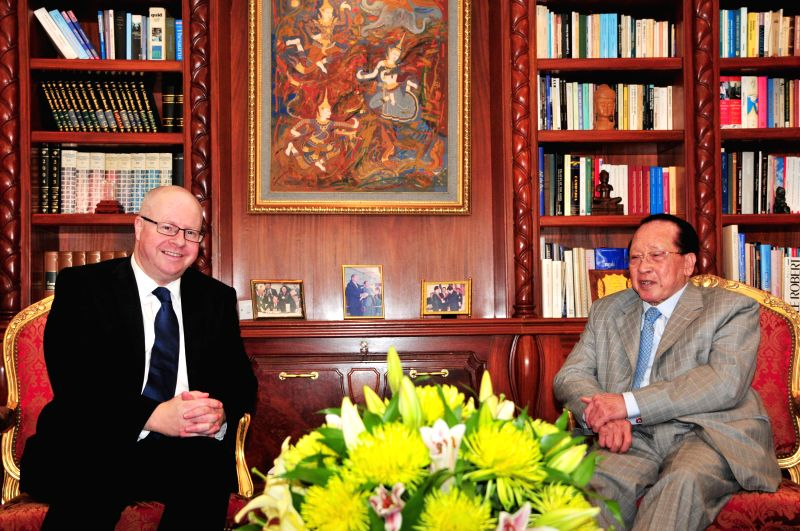 Cambodian Deputy Prime Minister and Foreign Minister Hor Namhong (R) meets with Norwegian Vice Foreign Minister Morten Hoglund in Phnom Penh Jan. 20, 2015. ... - Hor Namhong