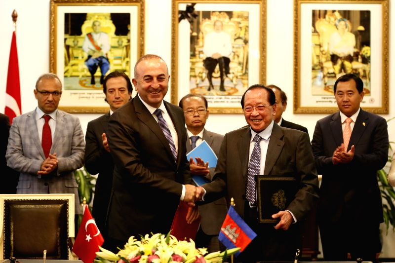 Cambodian Deputy Prime Minister and Foreign Minister Hor Namhong (R, front) shakes hands with Turkish Foreign Minister Mevlut Cavusoglu (L, front) in Phnom ... - Hor Namhong
