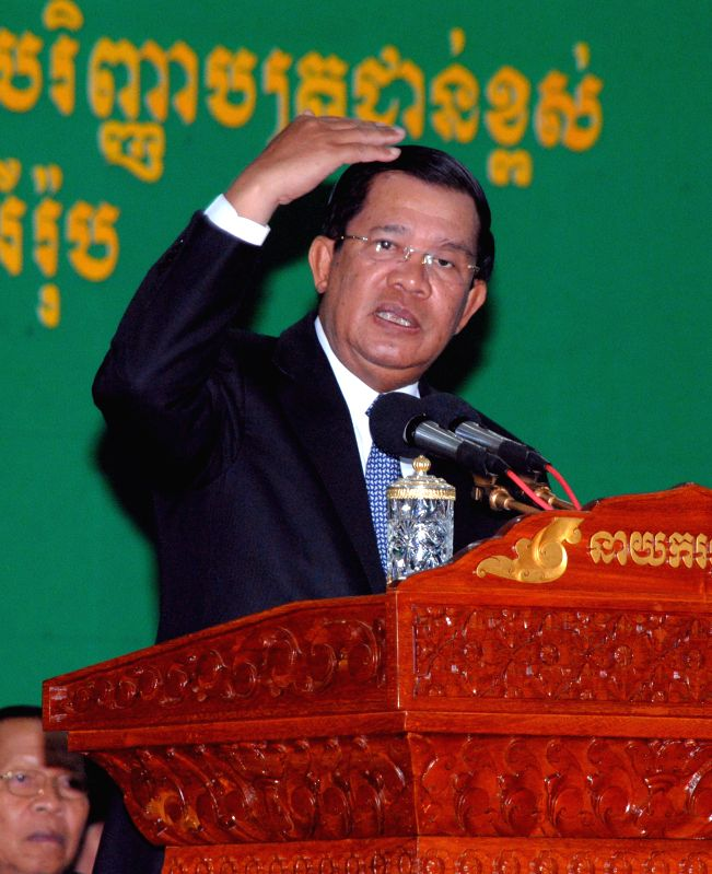 Cambodian Prime Minister Hun Sen speaks during a graduation ceremony for students at the Asia Euro University in Phnom Penh, Cambodia, May 11, 2015. ... - Hun Sen